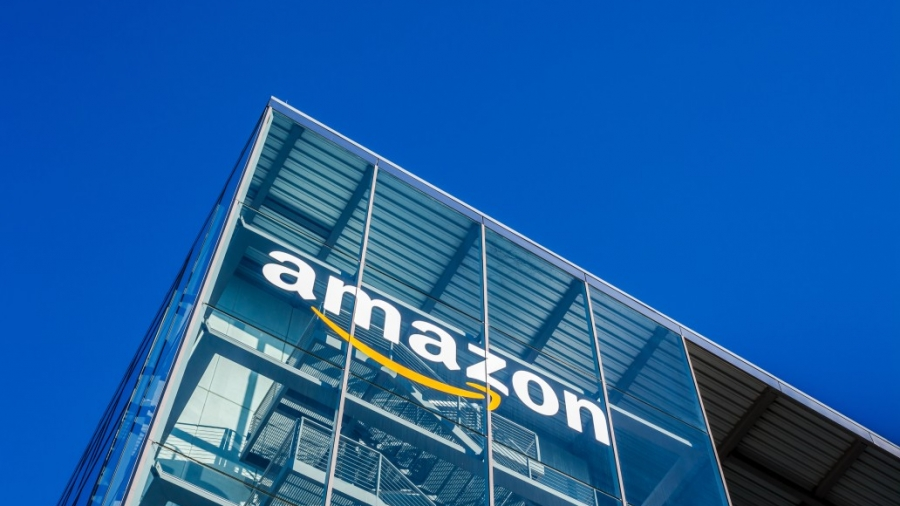 munich-germany-december-26-2018-amazon-logo-at-the-company-office-building-located-in-munich-germany_t20_1Q49GY